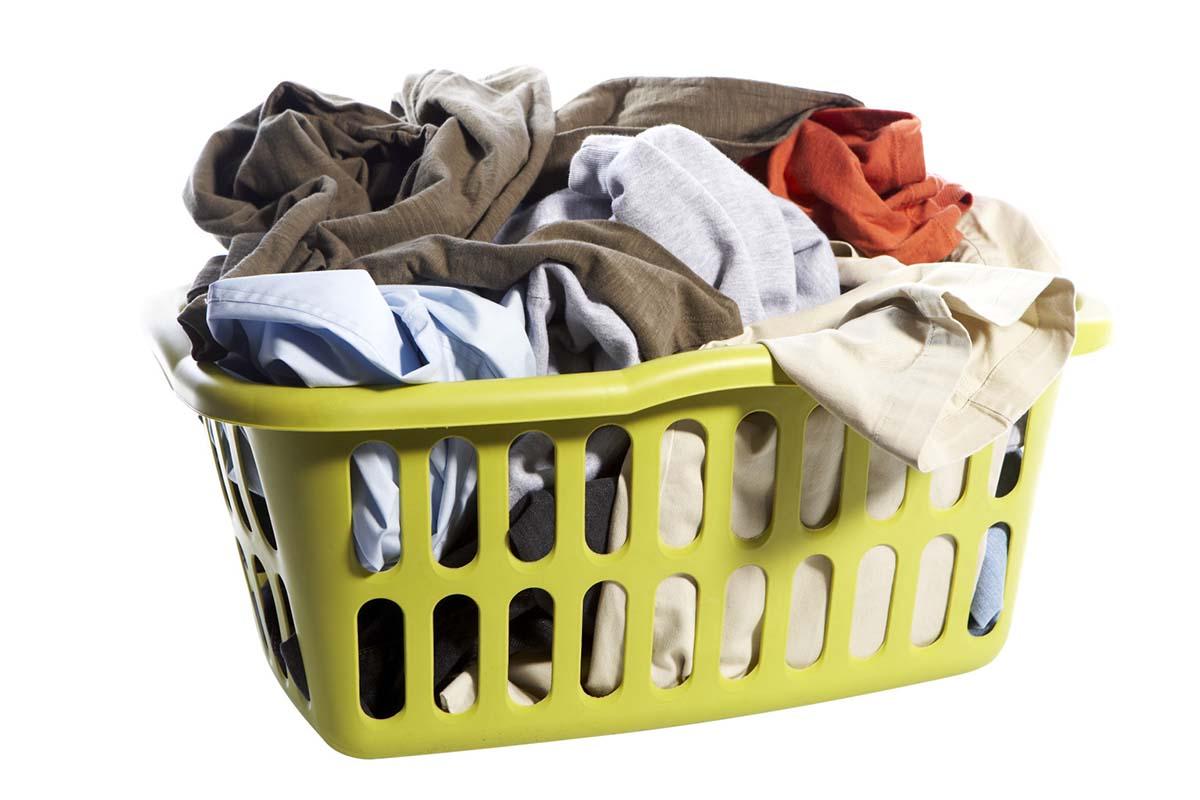 0bce3534c173 Δυστυχώς πριν αποθηκεύσετε τα καλοκαιρινά ρούχα και αξεσουάρ, πρέπει να  αφιερώσετε μία μέρα…στην μπουγάδα. Φροντίστε πριν πακετάρετε τα ρούχα να  έχουν ...