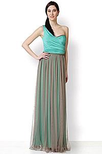 75f9116a586c Μακρύ βραδινό φόρεμα με έναν ώμο και λεπτομέρειες από μεταλλικές αλυσίδες,  σε αρχαιοελληνική γραμμή. Η σύνθεσή του είναι από πολύ απαλό ζέρσεϊ ύφασμα  και ...