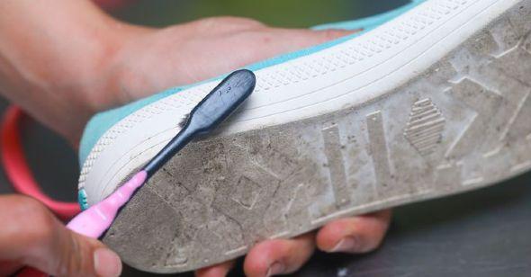 d6cf257acc5 Πώς να καθαρίσω τα παπούτσια μου