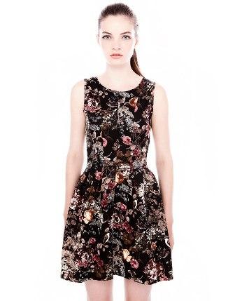 2f8863c68792 6 οικονομικά και εντυπωσιακά φλοράλ φορέματα για το φθινόπωρο