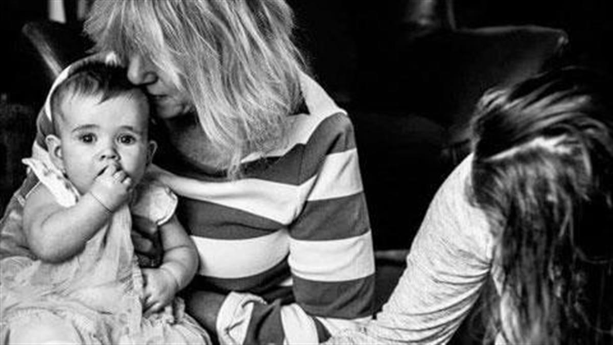 Τι σημαίνει να είσαι single μαμά