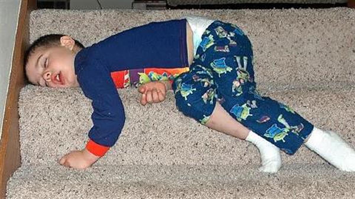 16 παιδιά κοιμούνται... όπου βρουν!
