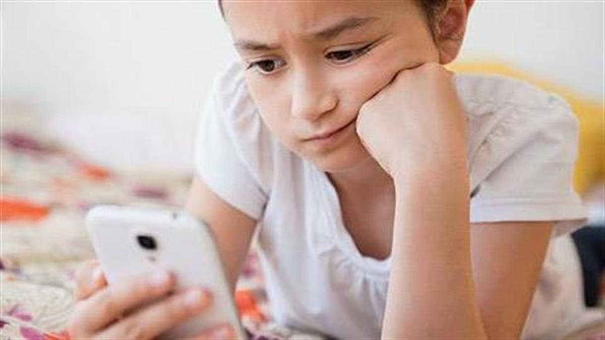 Όχι κινητά σε παιδιά κάτω των 14 ετών: Ο Ιατρικός Σύλλογος Αθηνών προειδοποιεί