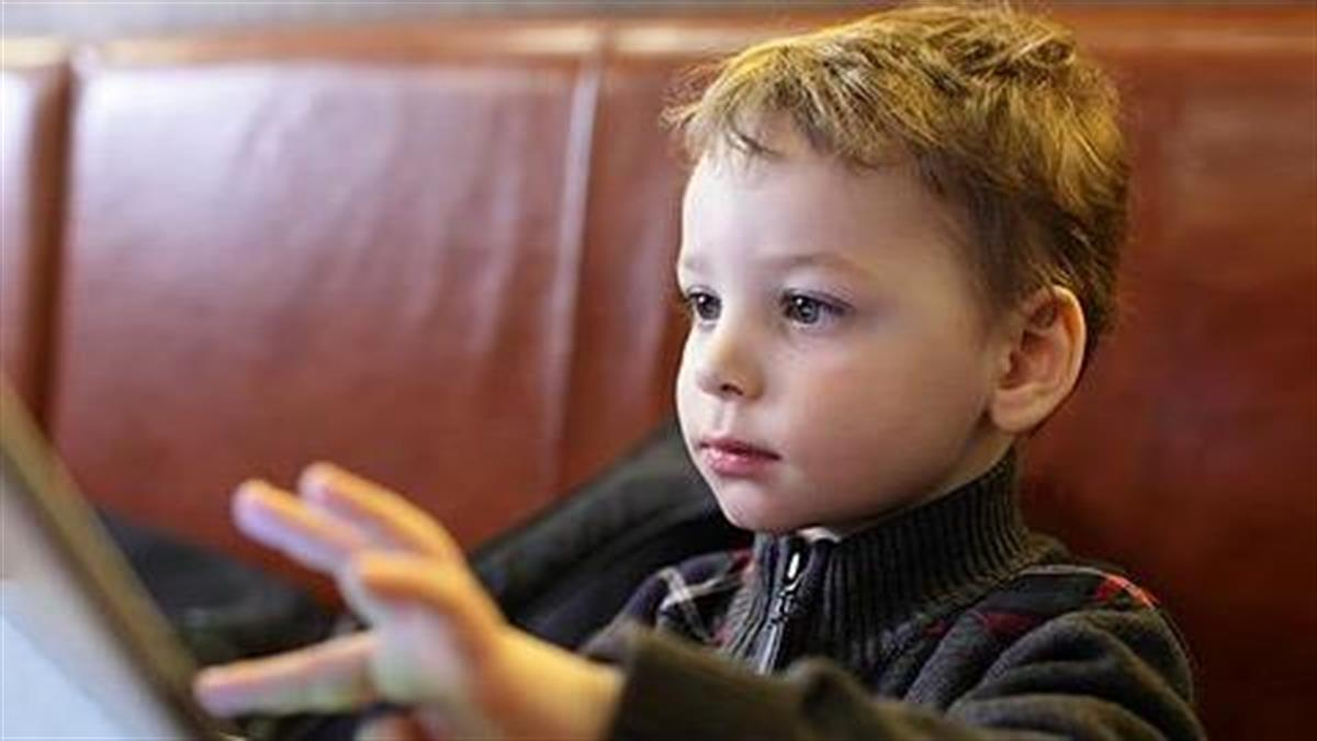 «Προς τους γονείς που δίνουν στα παιδιά το tablet στο εστιατόριο»