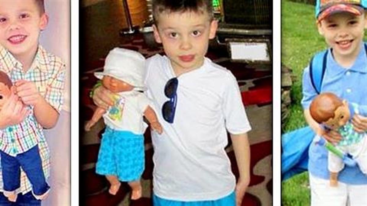 12 γονείς φωτογραφίζουν τους γιους τους που παίζουν με κούκλες