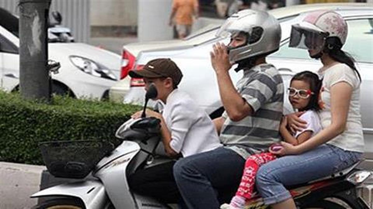 Μπορείς να σταματήσεις να βάζεις το παιδί στο μηχανάκι χωρίς κράνος;