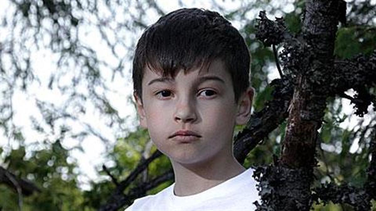 Ο 12χρονος γιος μου θέλει να φύγει από την κατασκήνωση επειδή του λείπω. Τι να κάνω
