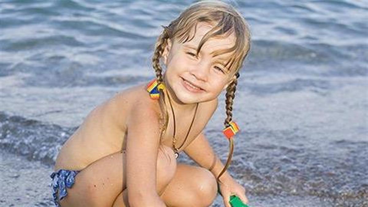 Οι κίνδυνοι που κρύβει το καλοκαίρι για τα παιδιά και πώς να τους αντιμετωπίσετε