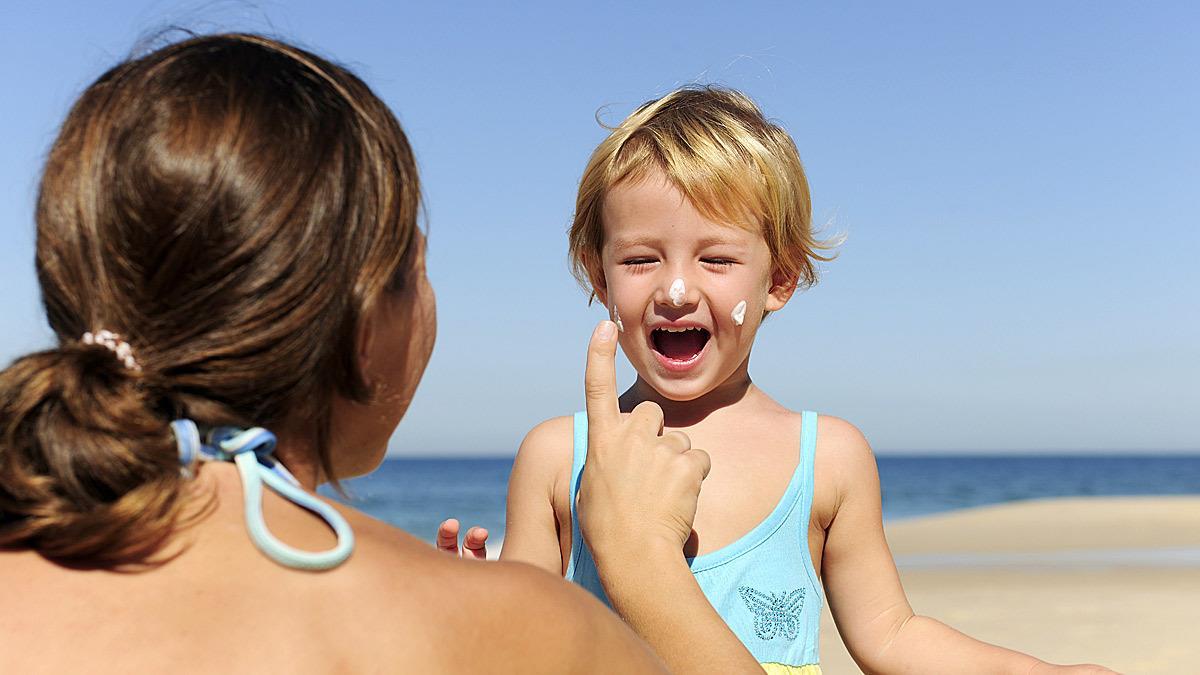 Οι κίνδυνοι της παραλίας και πώς να προστατεύσουμε τα παιδιά μας