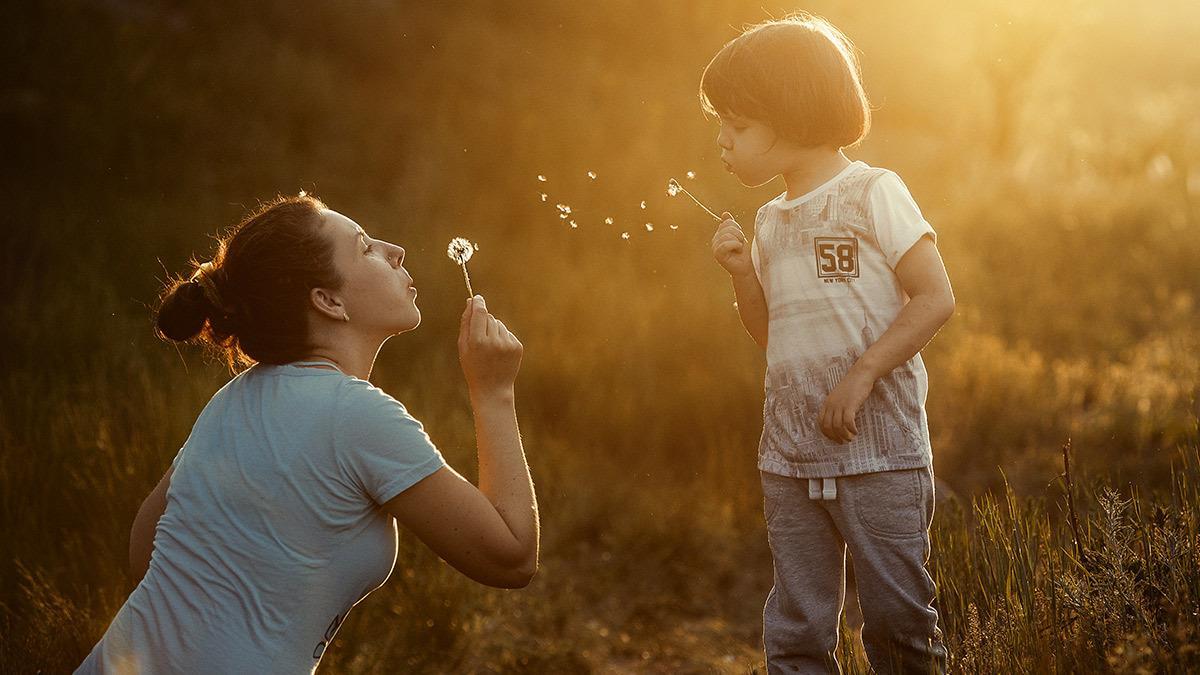 4 πολύτιμα μαθήματα ζωής που πρέπει να δώσουμε στους γιους μας