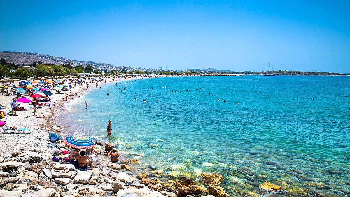 Οι κατάλληλες παραλίες για κολύμπι στην Αττική