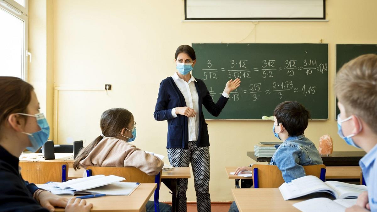 Λινού: «Nα πηγαίνουν τα παιδιά στο σχολείο πρωί - απόγευμα, όχι μέρα παρά μέρα»
