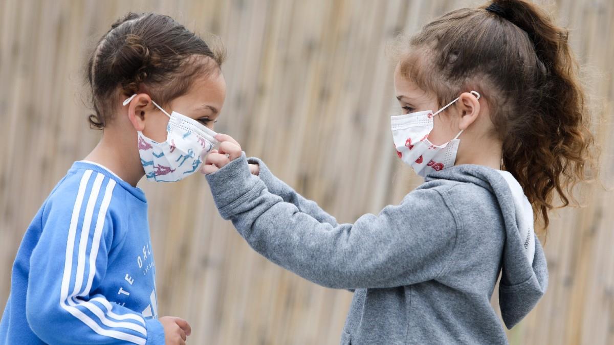Παιδίατρος: από ποια ηλικία είναι ασφαλές να φοράει μάσκα ένα παιδί