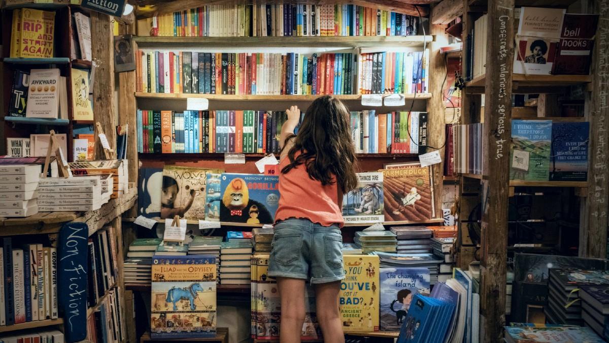 «Στο μικρό βιβλιοπωλείο του χωριού μου, βρήκα κάποτε όλα όσα ψάχνει ένα παιδί…»