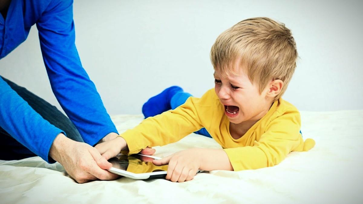 Πώς να περιορίσετε τη χρήση της οθόνης στη νηπιακή ηλικία