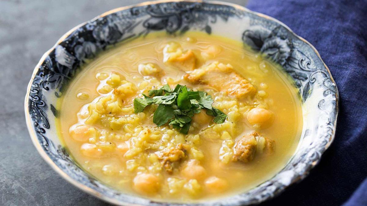 Πεντανόστιμη σούπα με ρεβίθια και κοτόπουλο