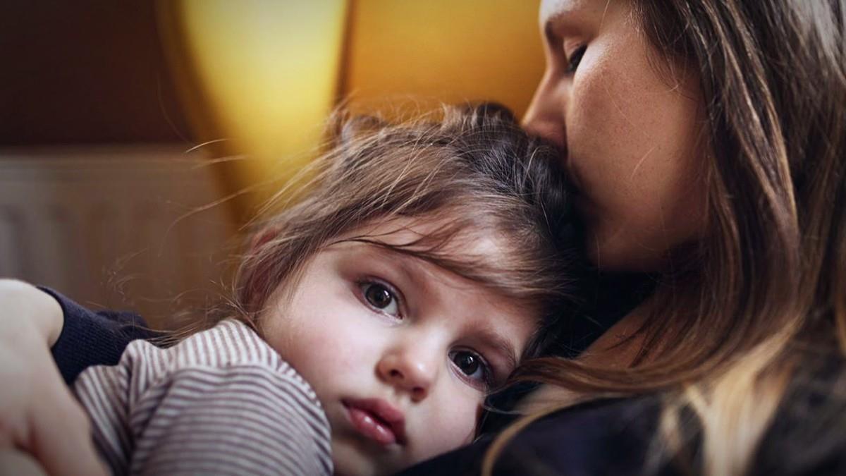 «Η πανδημία στέρησε απ' το παιδί μου μια μοναδική οικογενειακή στιγμή»: 5 μαμάδες εκφράζουν το παράπονό τους