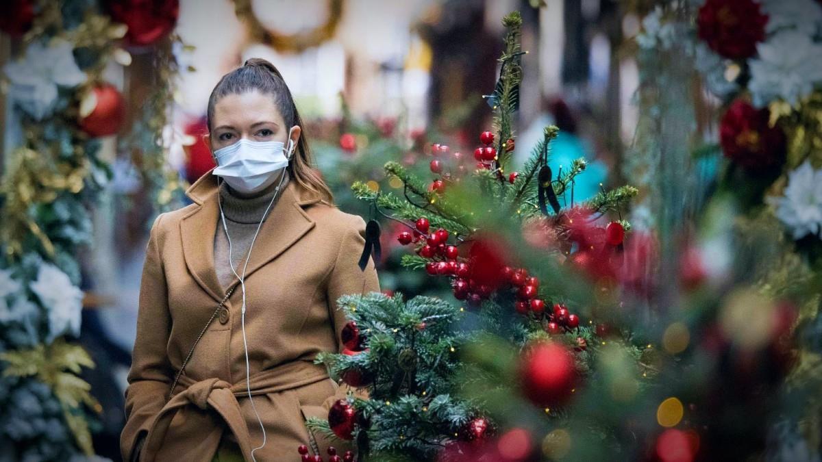 Xριστούγεννα: εξετάζεται η απαγόρευση μετακινήσεων από νομό σε νομό και η διατήρηση των SMS