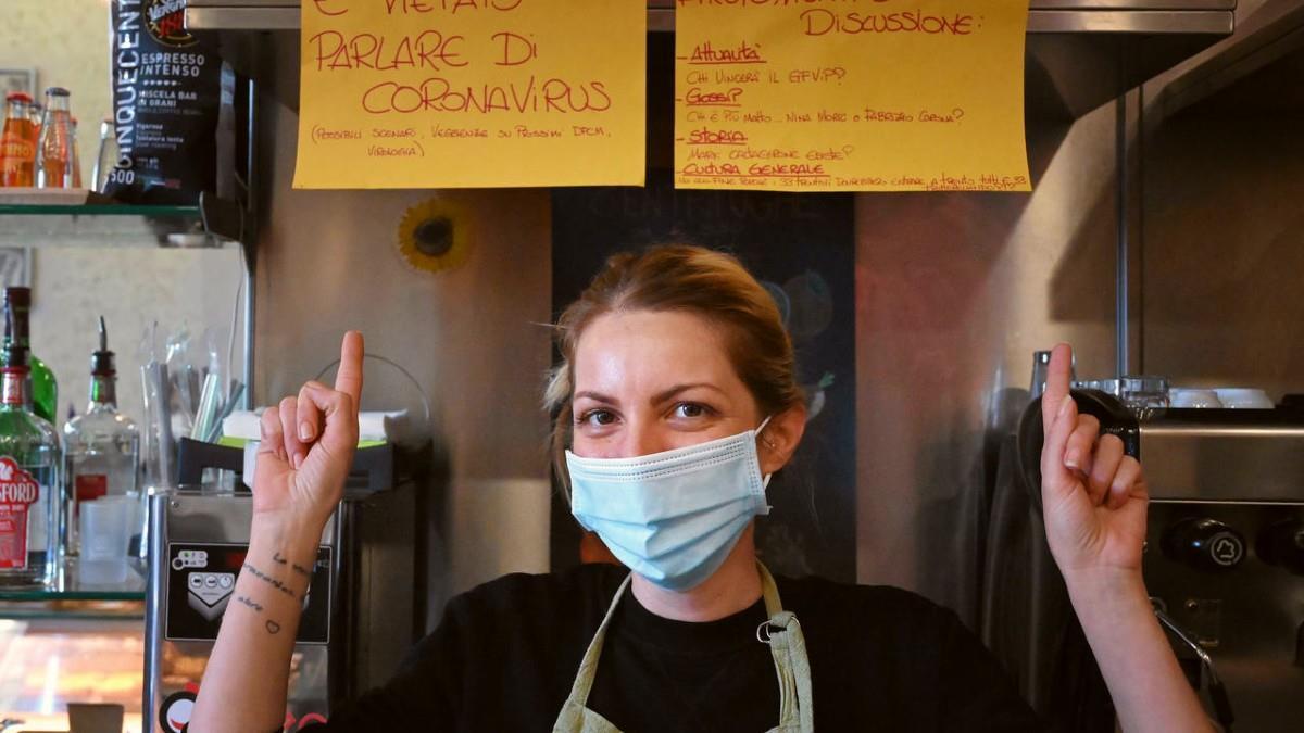 Ρώμη: μπαρ απαγόρευσε στους θαμώνες να συζητούν για τον κορονοϊό