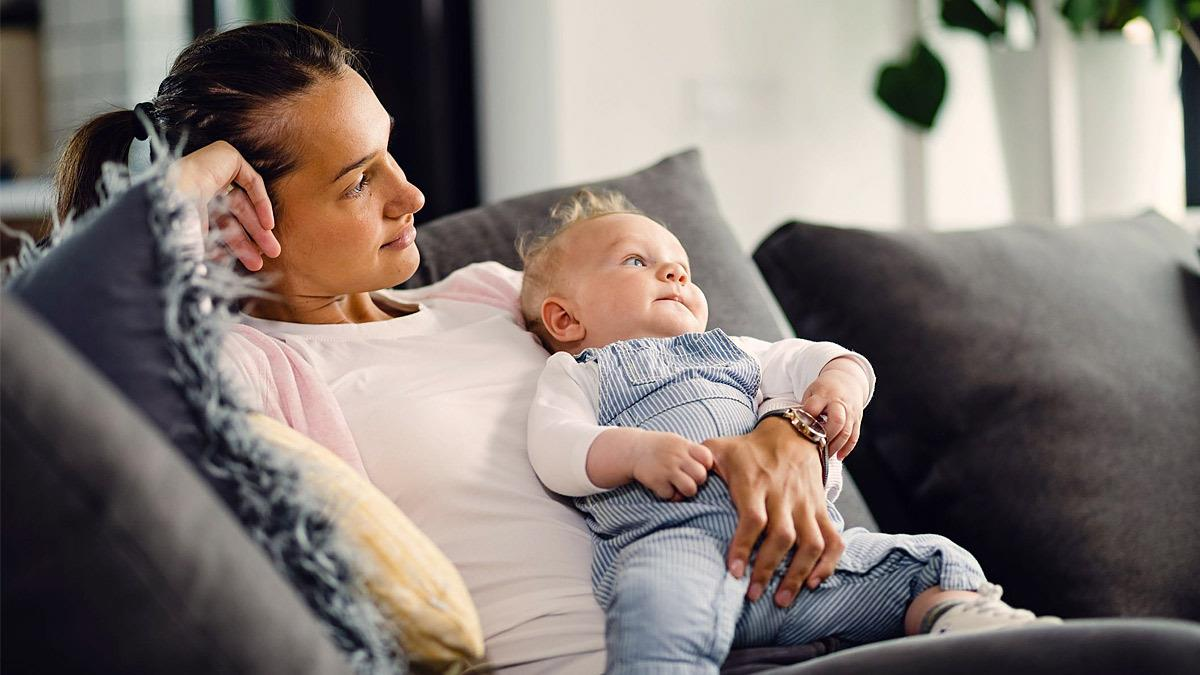 Τα (αόρατα) βάρη μιας μαμάς τον καιρό του κορονοϊού