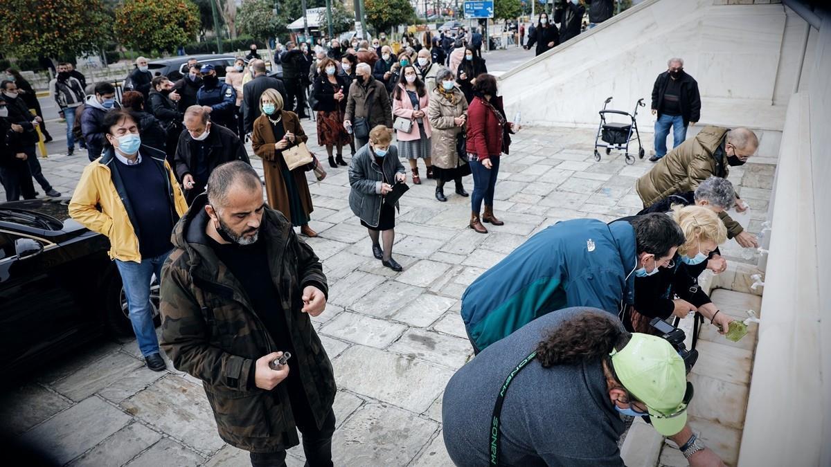 Εορτασμός Θεοφανείων: για παράταση lockdown και 3ο κύμα κορονοϊού μιλούν οι ειδικοί