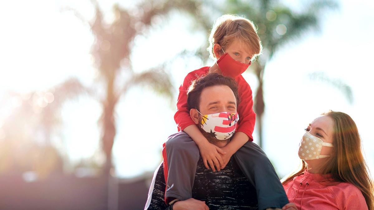 Εστία προστασίας ή μετάδοσης; Ο αμφιλεγόμενος ρόλος της οικογένειας στην εξέλιξη της πανδημίας