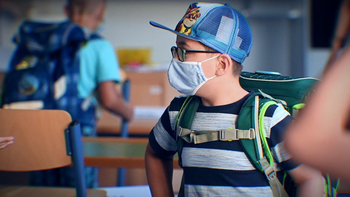 «Είπαν το παιδί μου πρόβατο, επειδή δεν βγάζω τη μάσκα και δεν κάνω πηγαδάκια με τις άλλες μαμάδες έξω απ' το σχολείο»