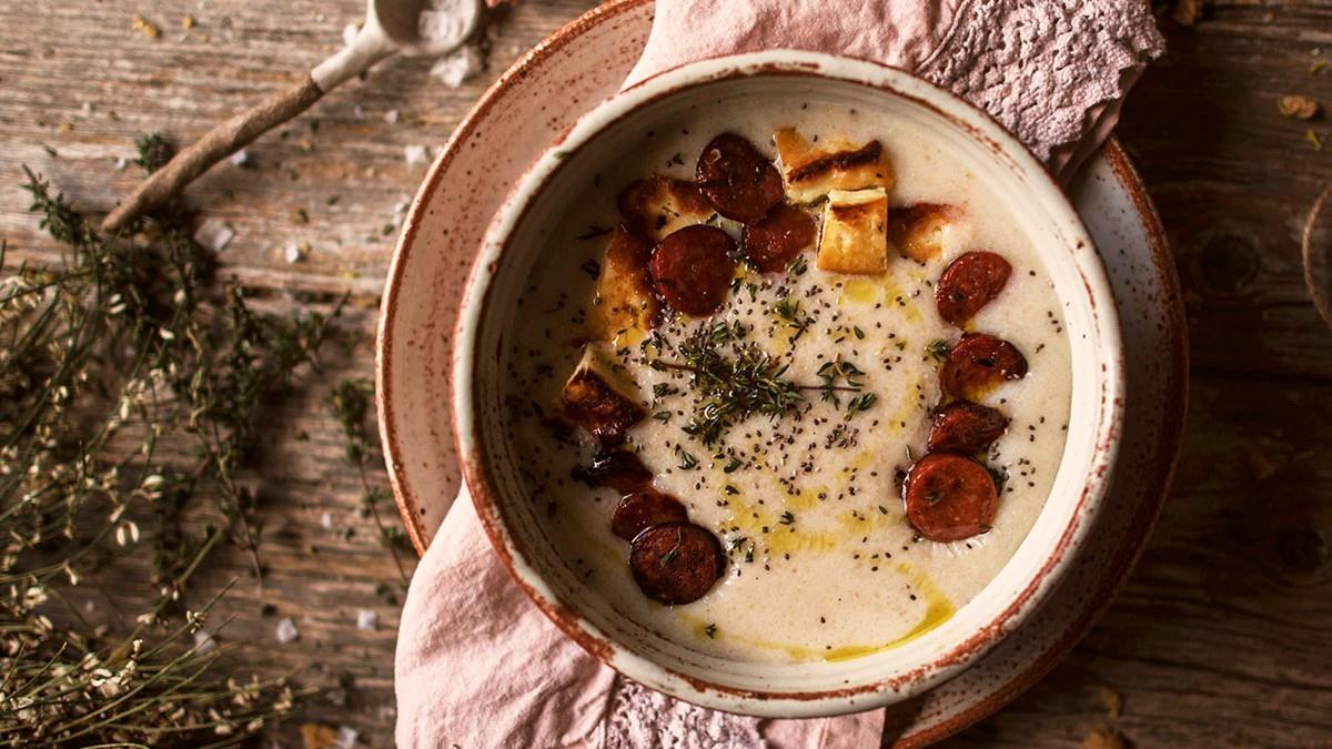 Απολαυστικός τραχανάς με λουκάνικο: το απόλυτο χειμωνιάτικο φαγητό