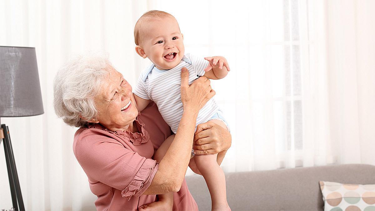 Γιαγιά ζήτησε μισθό για να κρατάει τον 12 μηνών εγγονό της