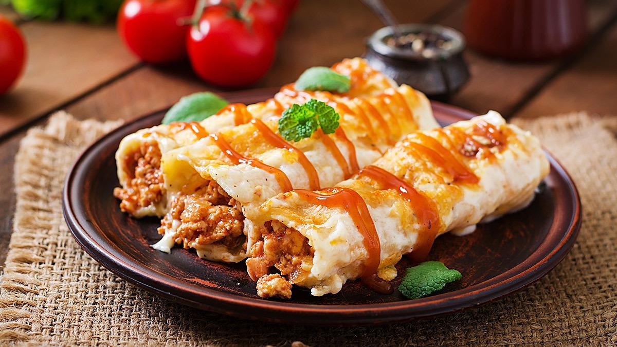 Ζουμερά και πεντανόστιμα κανελόνια με κιμά και τυρί