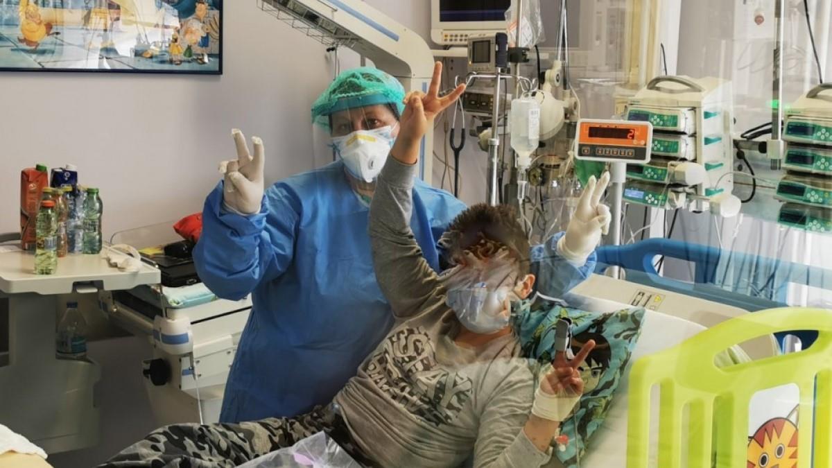 Βγαίνει από το νοσοκομείο νικητής ο 9χρονος με κορονοϊόπου νοσηλευόταν στη ΜΕΘ