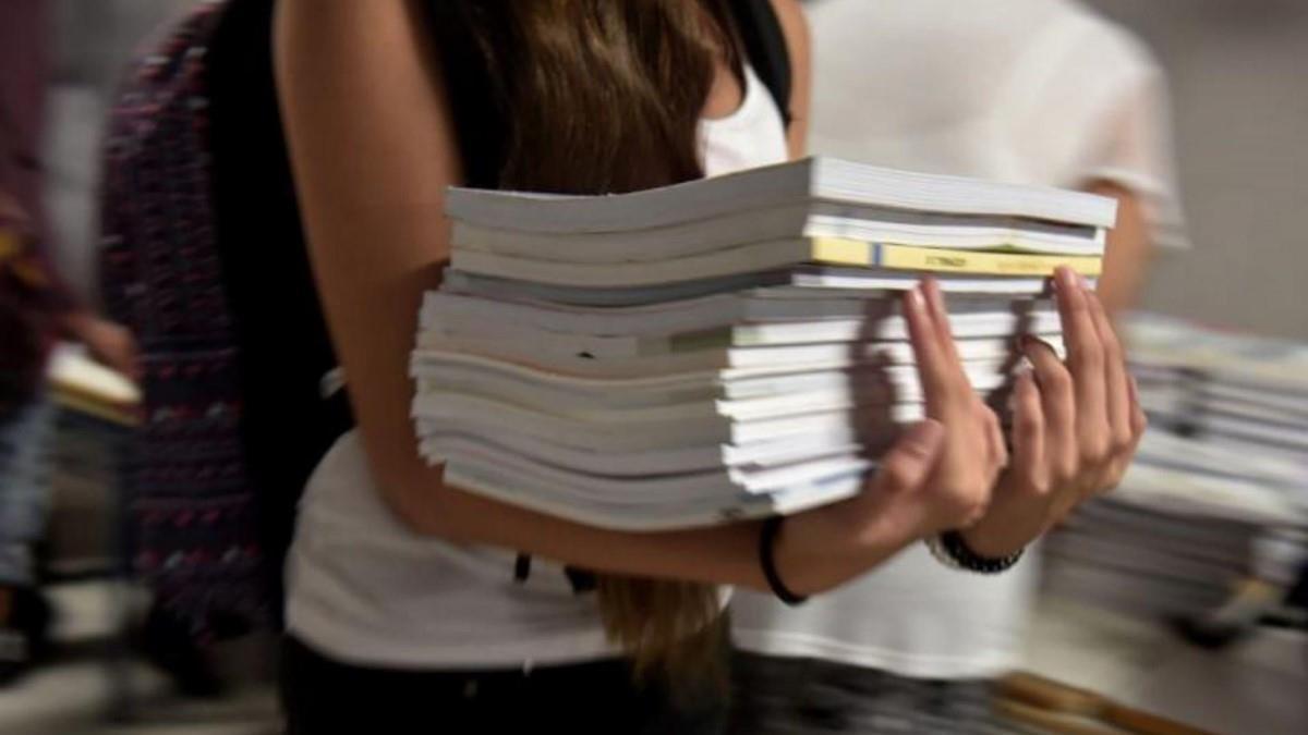 Σάλος με κείμενο σχολικού βιβλίου που περιγράφει τη σχέση 25χρονου με 15χρονη μαθήτρια