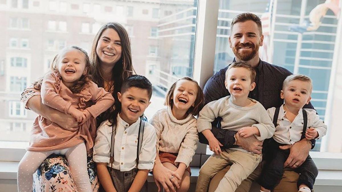 Γονείς απόκτησαν 9 παιδιά μέσα σε 3 χρόνια και δηλώνουν πανευτυχείς!