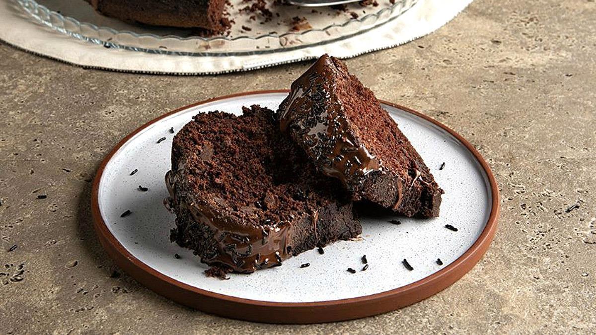 3 συνταγές για νηστίσιμα κέικ που θα σου λύσουν τα χέρια τη Σαρακοστή