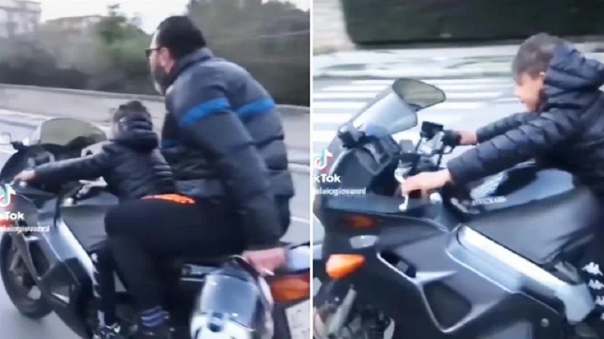 Μπαμπάς βάζει το αγοράκι του να οδηγήσει μηχανή χωρίς κράνος σε μεγάλη ταχύτητα