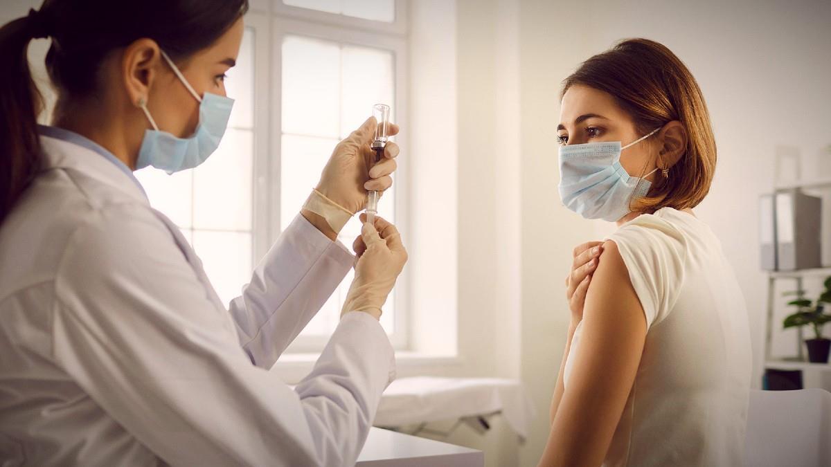 7 μύθοι για το εμβόλιο του κορονοϊού που ΔΕΝ πρέπει να πιστέψετε
