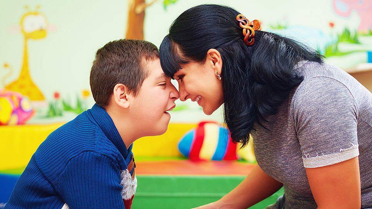 «Ο γιος μου έχει αυτισμό και κλαίει, θυμώνει, χαίρεται, ελπίζει όπως κι εσείς»