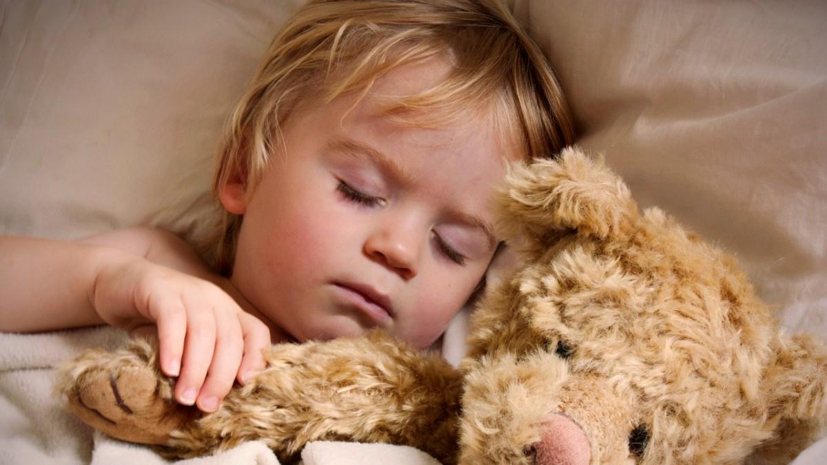 Η τέλεια ρουτίνα για να κοιμούνται τα μικρά παιδιά σύμφωνα με την επιστήμη