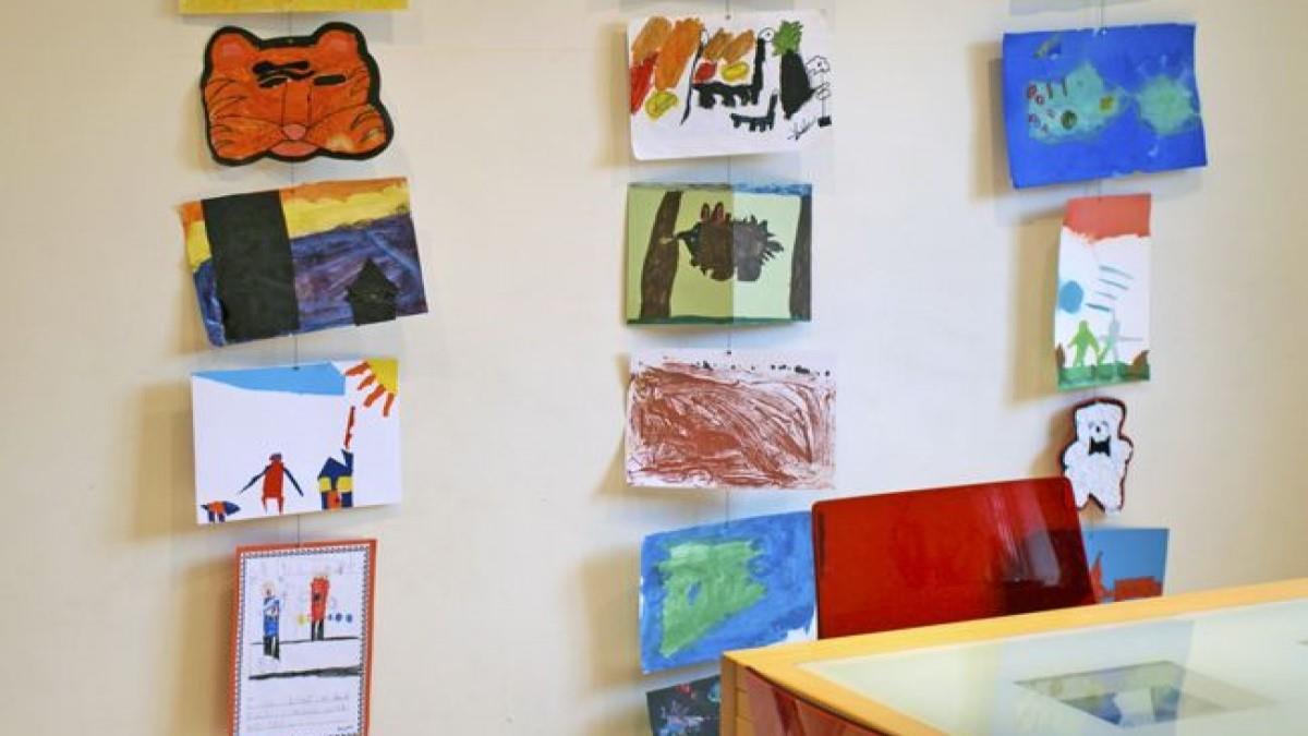 Συνάδελφος αποκάλεσε το γραφείο μου τσίρκο επειδή έχει ζωγραφιές των παιδιών μου