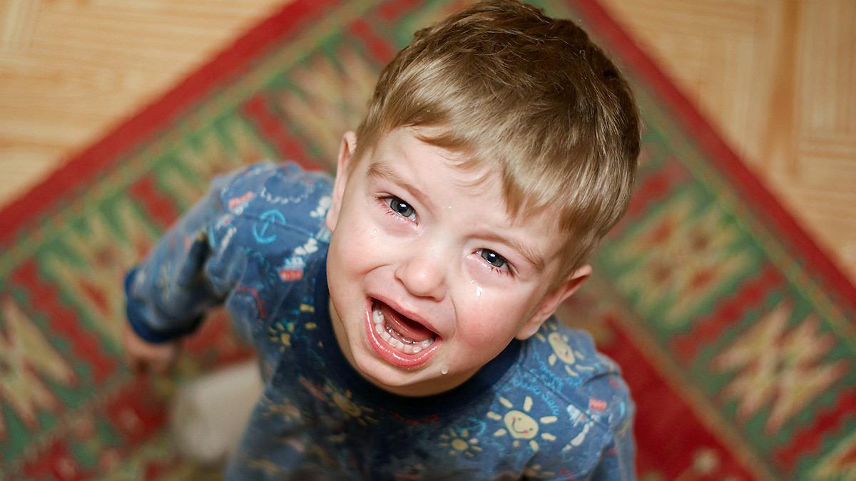 Mαμά πέταξε τα παιχνίδια του 2χρονου γιου της επειδή αρνήθηκε να τα μαζέψει