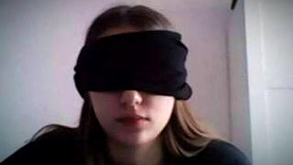 Καθηγήτρια υποχρέωσε μαθήτρια να εξεταστεί με μαντήλι στα μάτια για να μην κλέψει