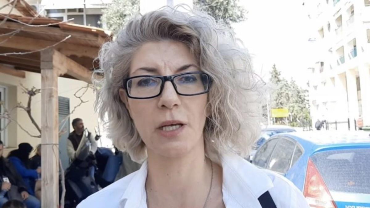 Συνελήφθη η μαμά που μήνυσε λυκειάρχη - Αυτόφωρο για αρνητές self test ζητά ο εισαγγελέας