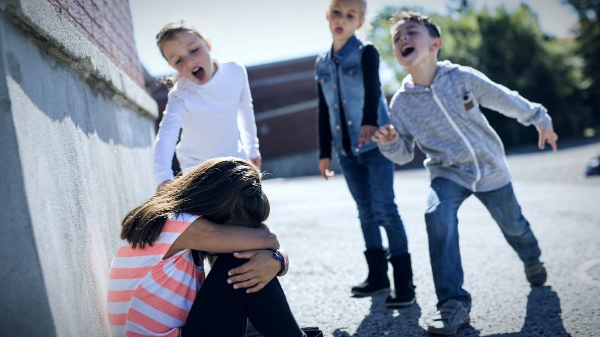 Μαμά δείχνει στα παιδιά της τις συνέπειες του bullying με ένα κομμάτι χαρτί