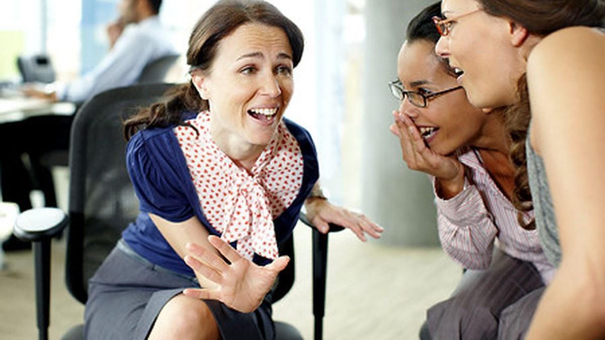 «Κουτσομπολέψτε γιατί χανόμαστε!»: το κουτσομπολιό κάνει καλό σύμφωνα με έρευνα