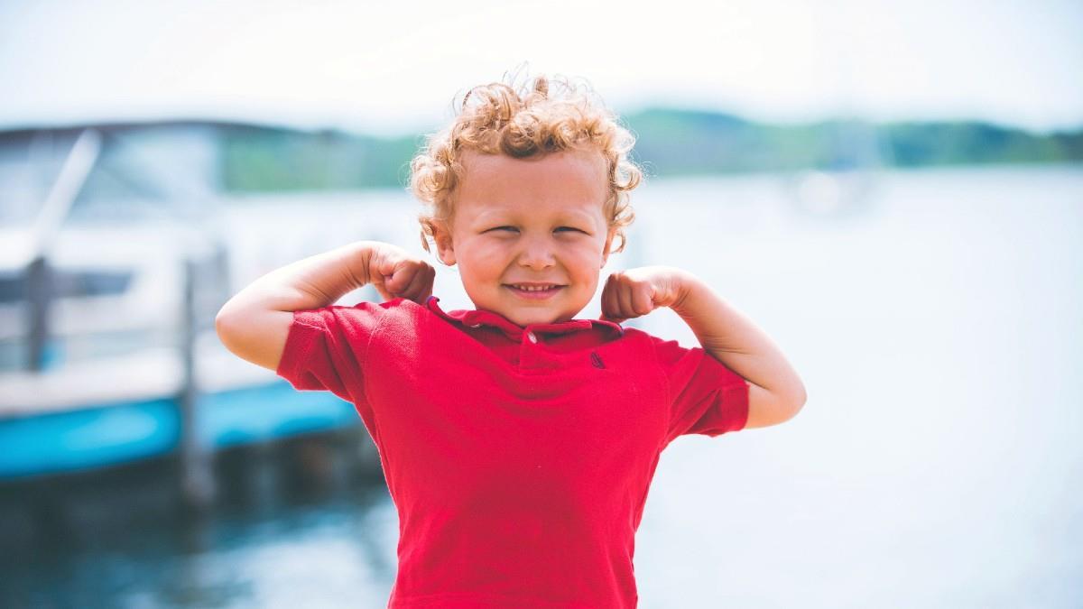 8 ατράνταχτες αποδείξεις ότι μεγαλώνετε ένα παιδί που θα φτάσει ψηλά