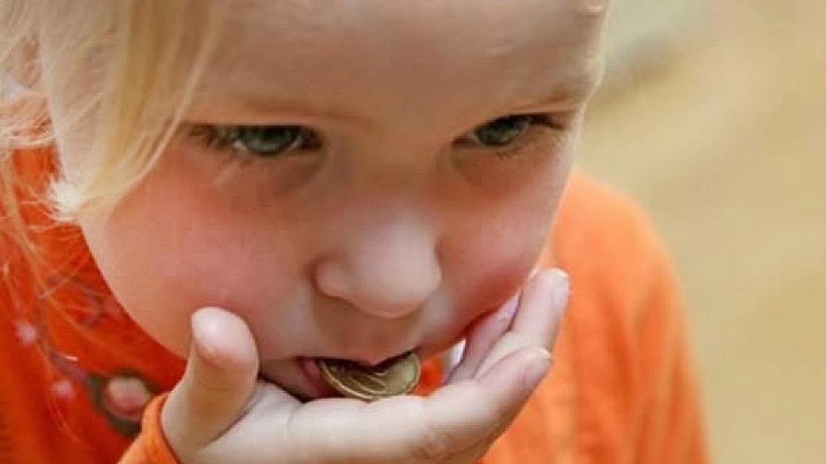 3χρονο κοριτσάκι πέρασε 4 μέρες με ένα κέρμα σφηνωμένο στον λάρυγγα!