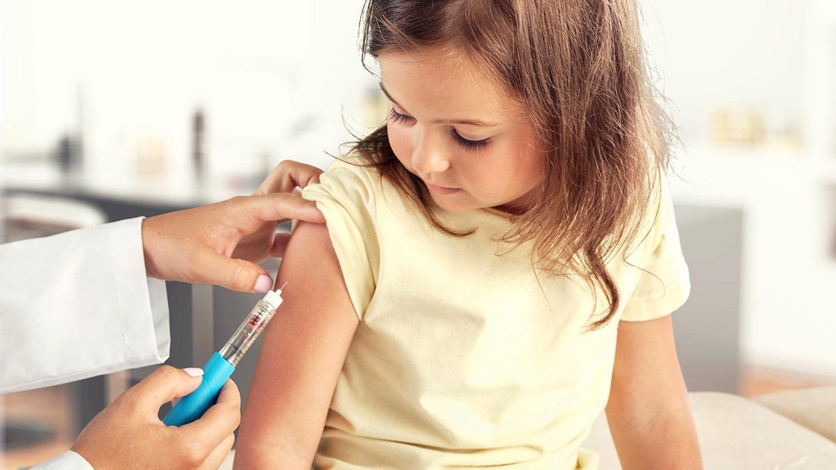 Δε θα είναι υποχρεωτικός ο εμβολιασμός για τα παιδιά τη νέα σχολική χρονιά