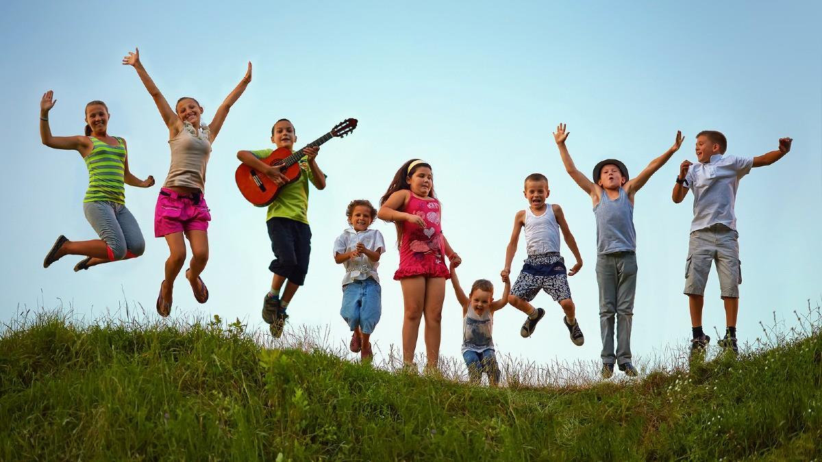 Άνοιξαν οι αιτήσεις για τις παιδικές κατασκηνώσεις – ποιοι δικαιούνται το επίδομα