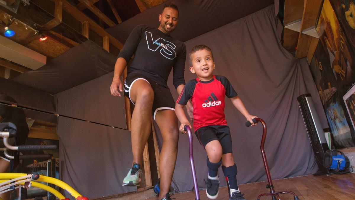 Του είπαν ότι ο γιος του δεν θα περπατήσει ποτέ κι αυτός του έμαθε να χορεύει!