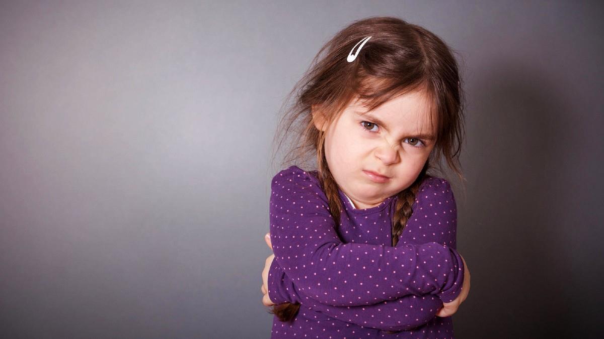 Πώς αντιμετωπίζουμε ένα παιδί που αντιμιλάει χωρίς φωνές και τιμωρίες